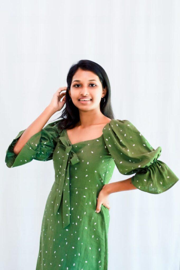 Puffed arms green dress